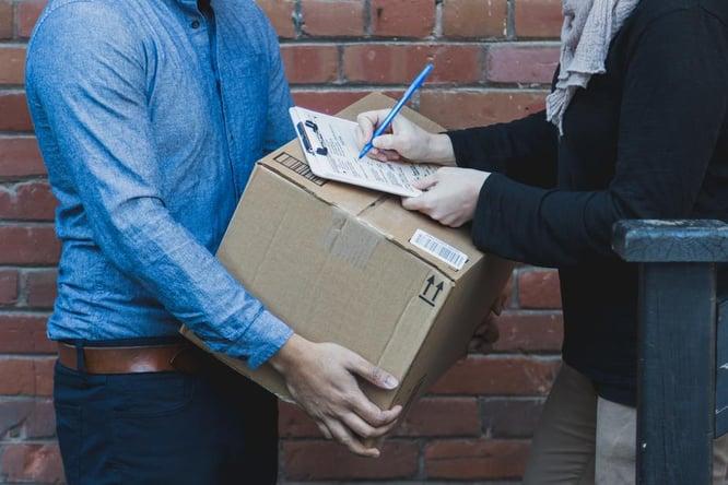 man-signing-for-shipping-box_925x